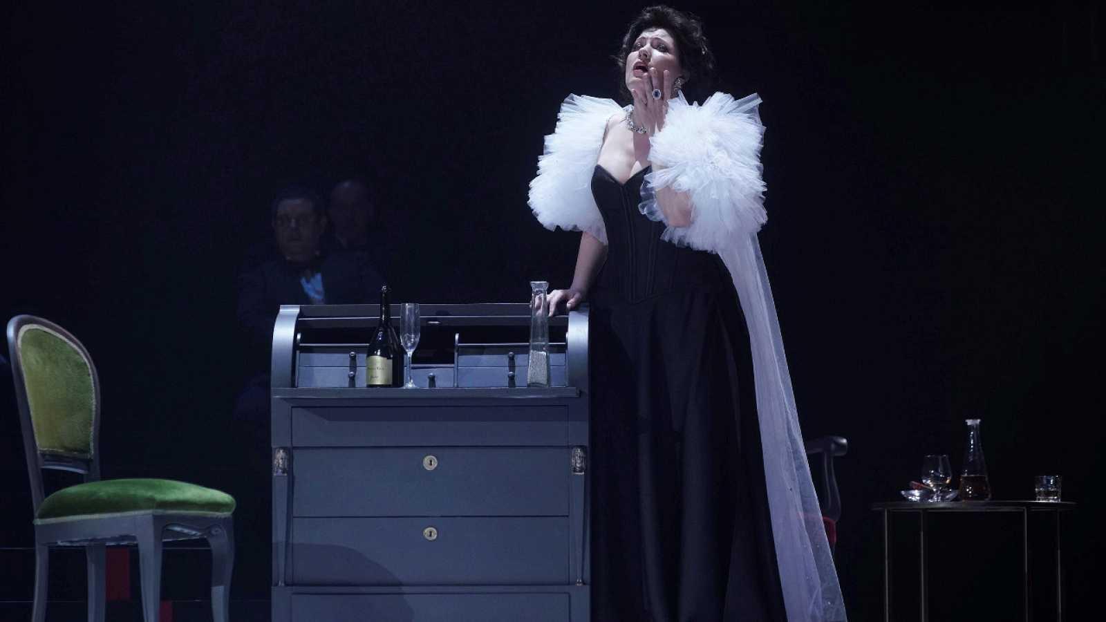 """El Real Vence Con """"La Traviata"""""""