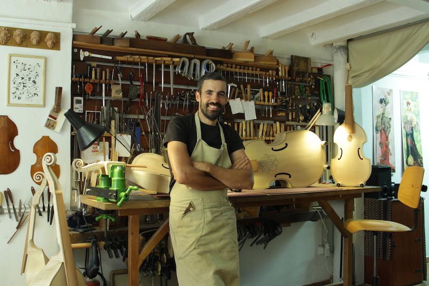 Francisco Pecchia, Luthier Y Maestro